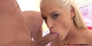Liza Rowe and Dava Foxx sweetly licking pussy in the co